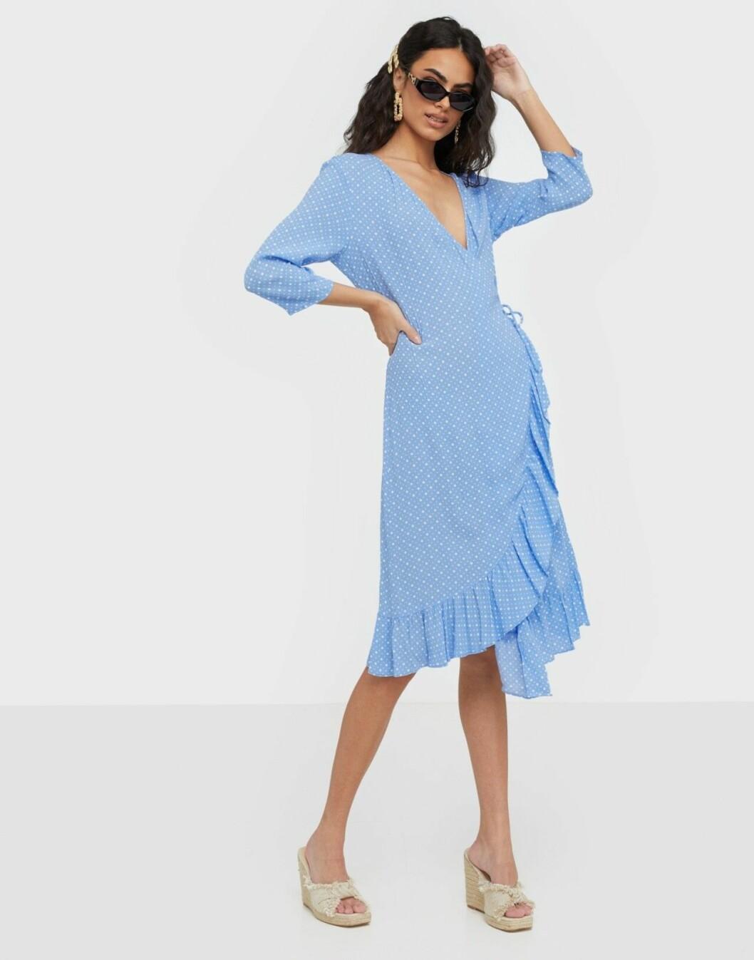 Blå omlottklänning för dam till 2020