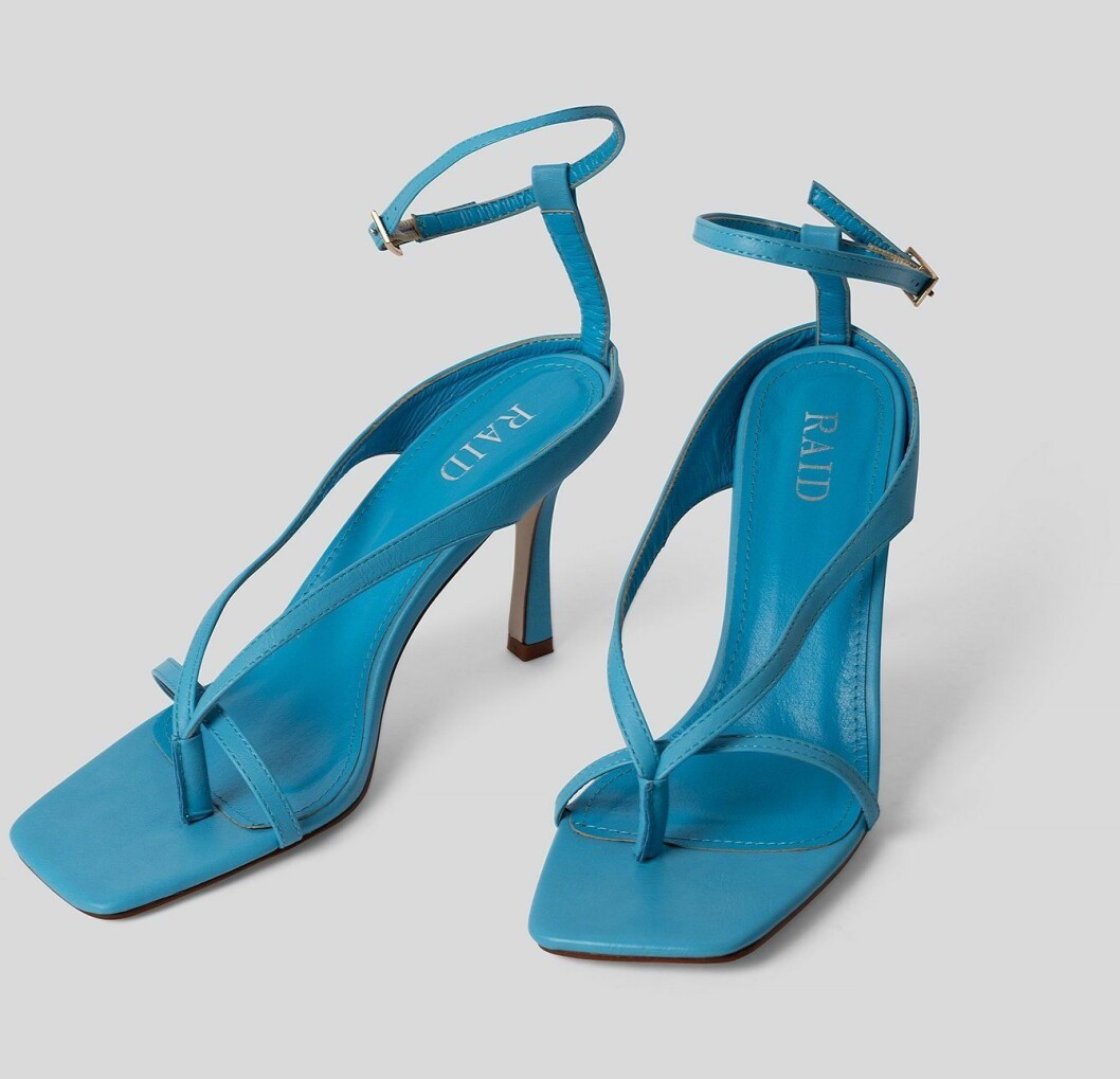 Blå sandaletter med fyrkantig tå och smal klack