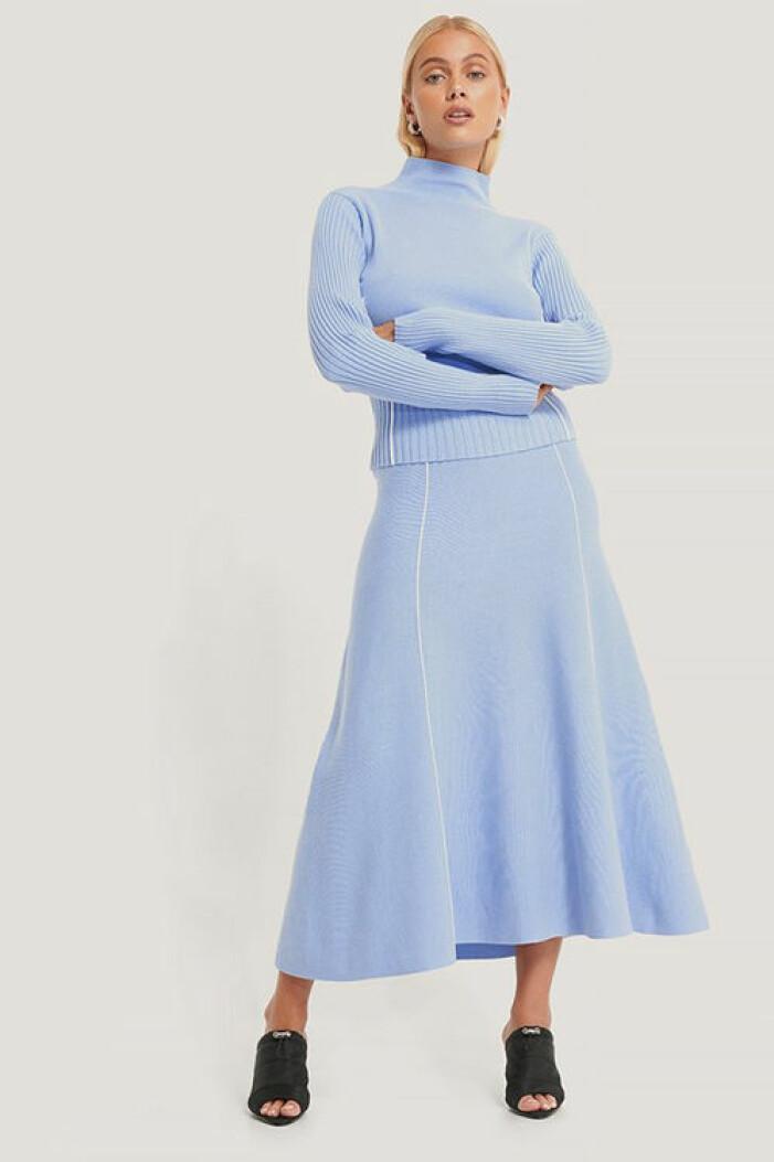 Blå stickad maxikjol från Na-kd