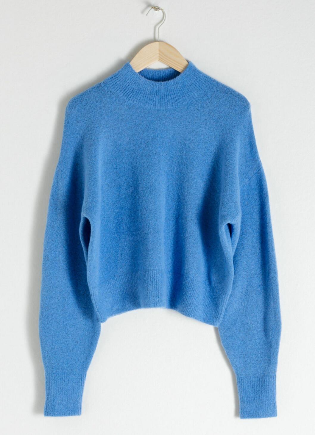 Blå stickad tröja till våren 2019