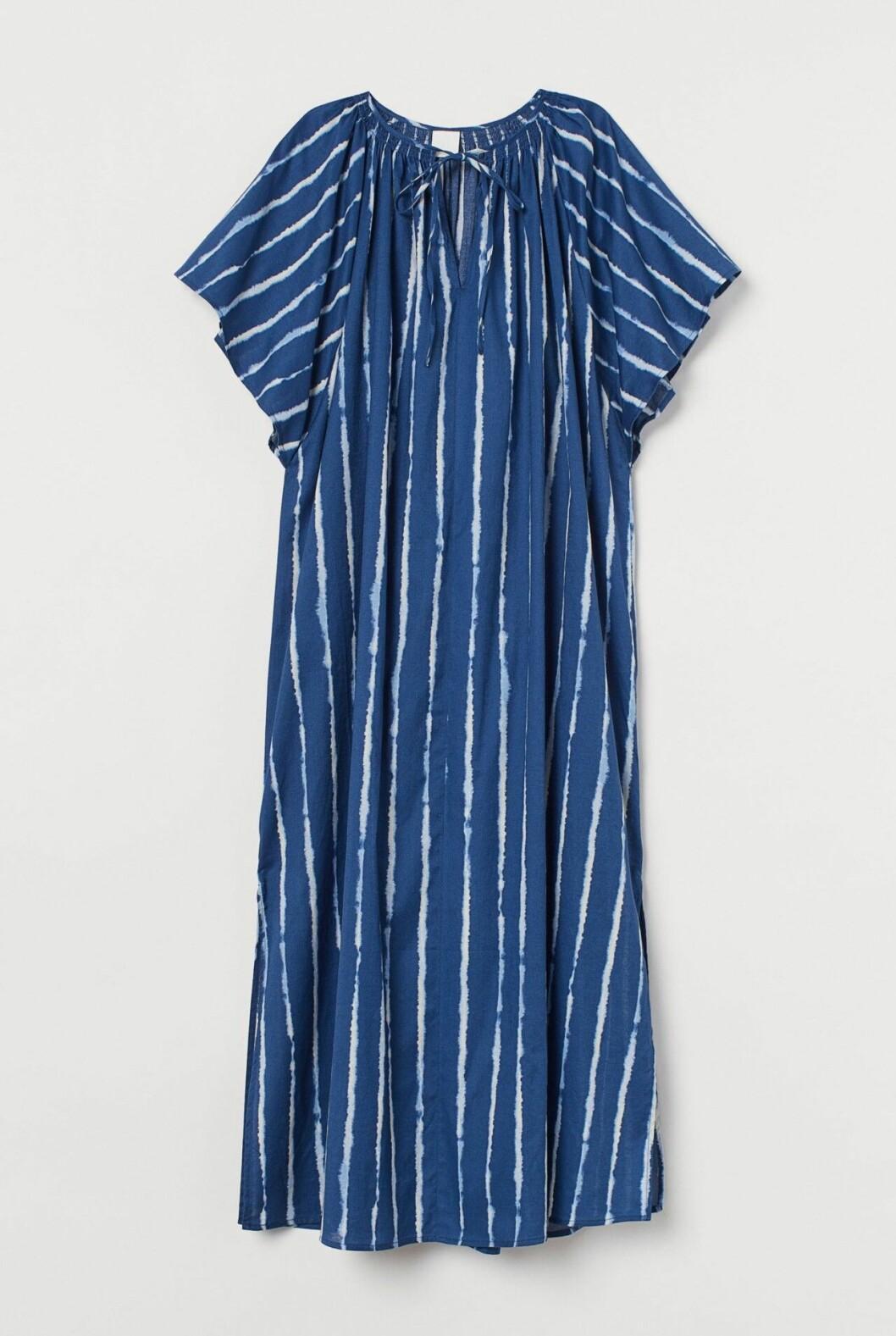 Blå strandklänning till sommaren 2020