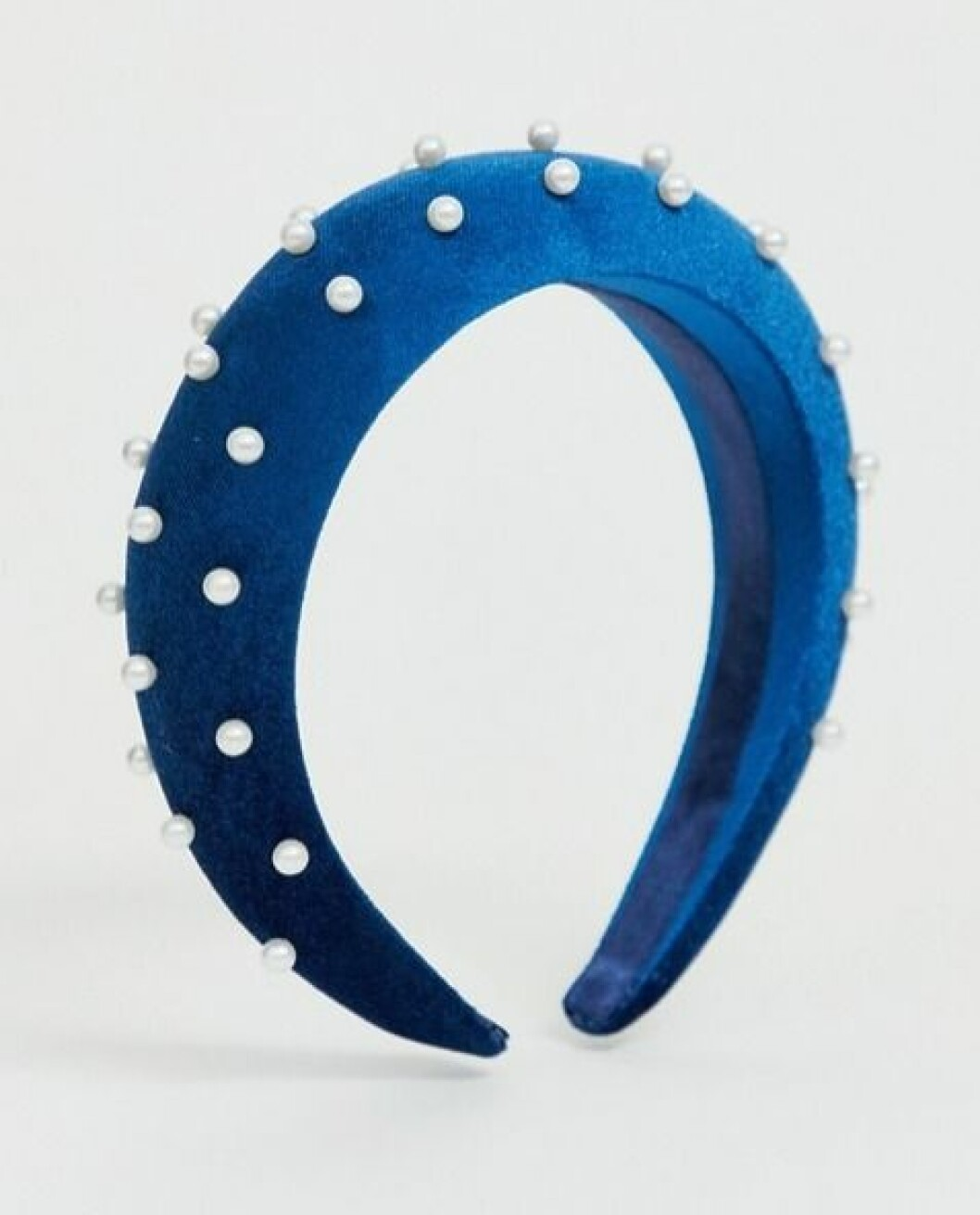 Blått vadderat diadem med pärlor