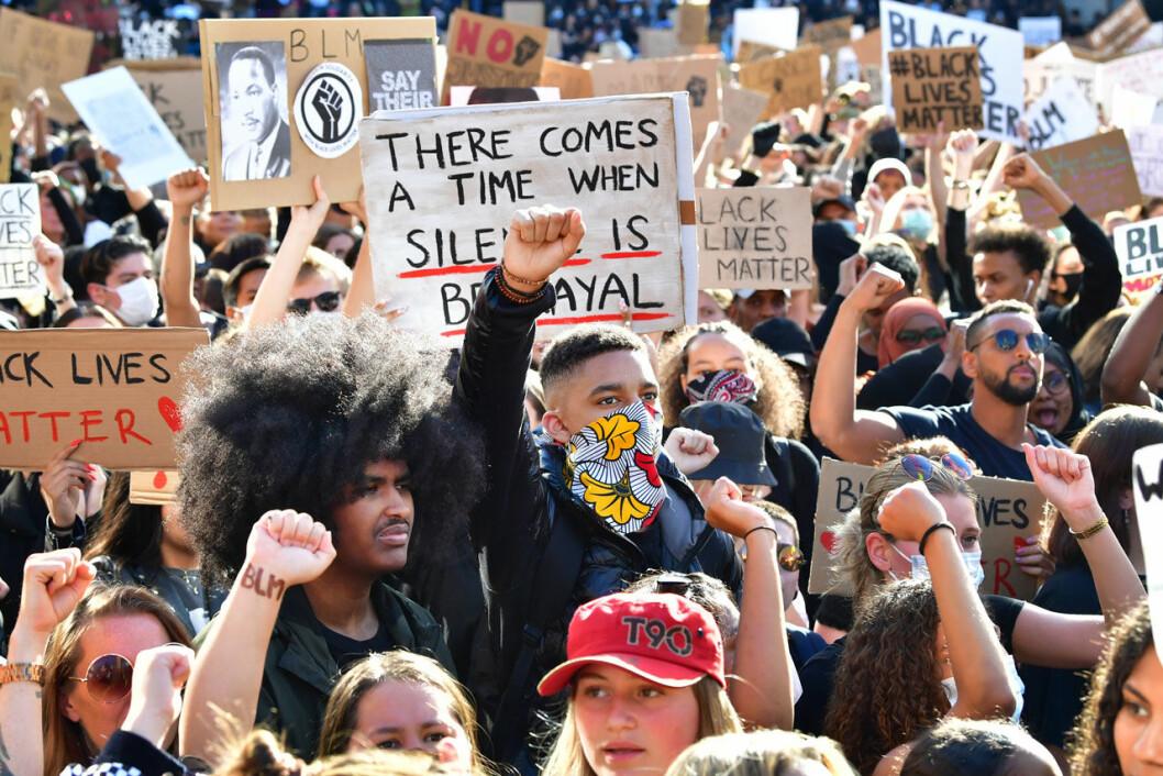 Folksamling under protesterna på Sergels torg i Stockholm