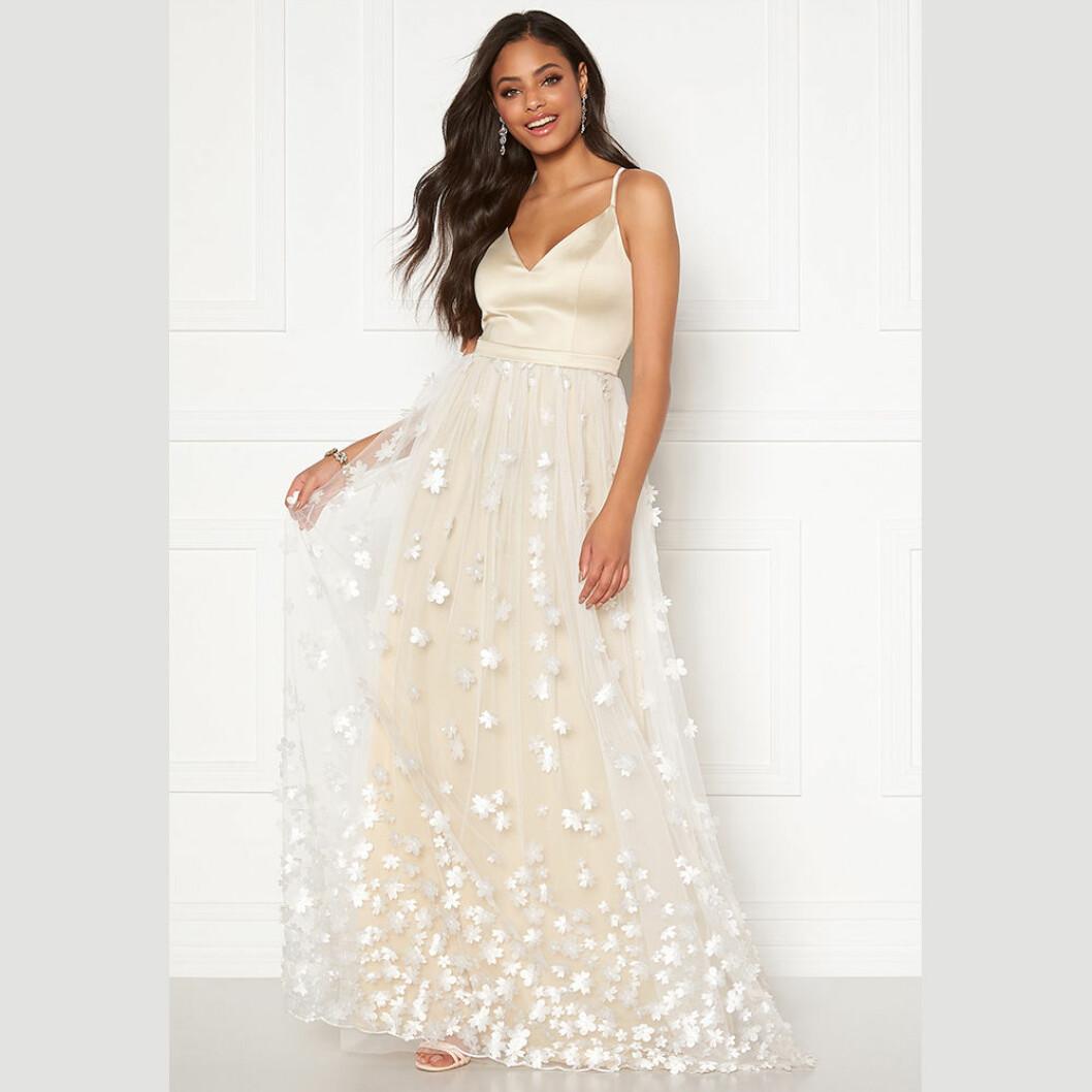 Moments of New York klänning Eline Flower Champagne