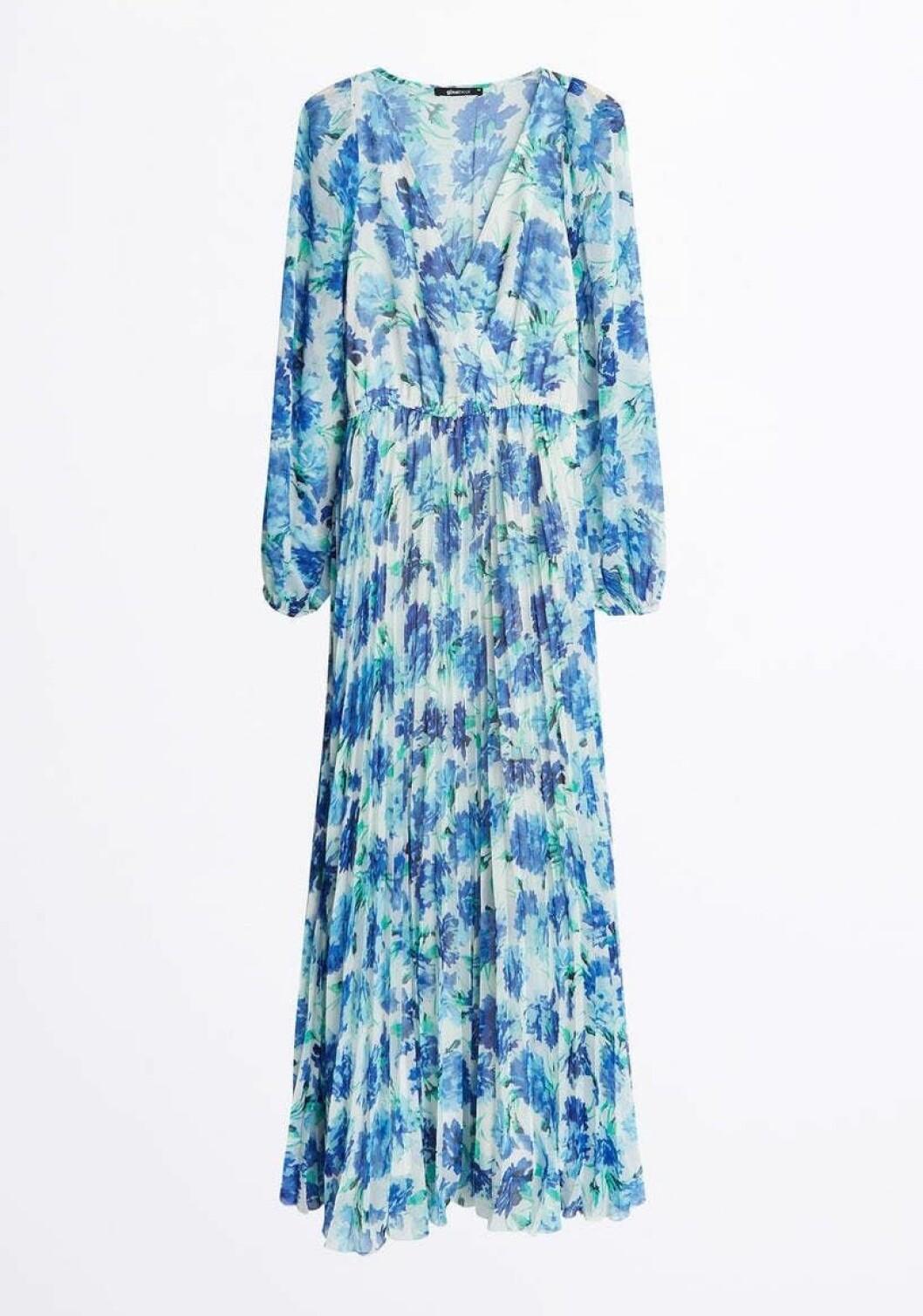 Blommig blå klänning med lång ärm till 2020