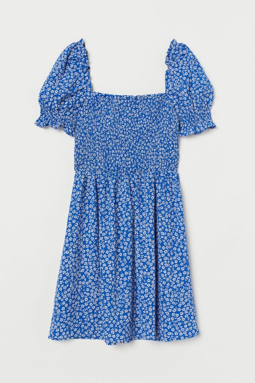 Blå klänning med smock för dam till 2020