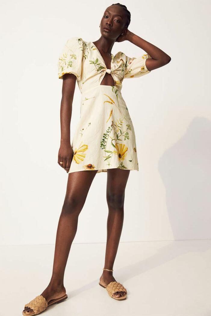 gul blommig klänning från hm
