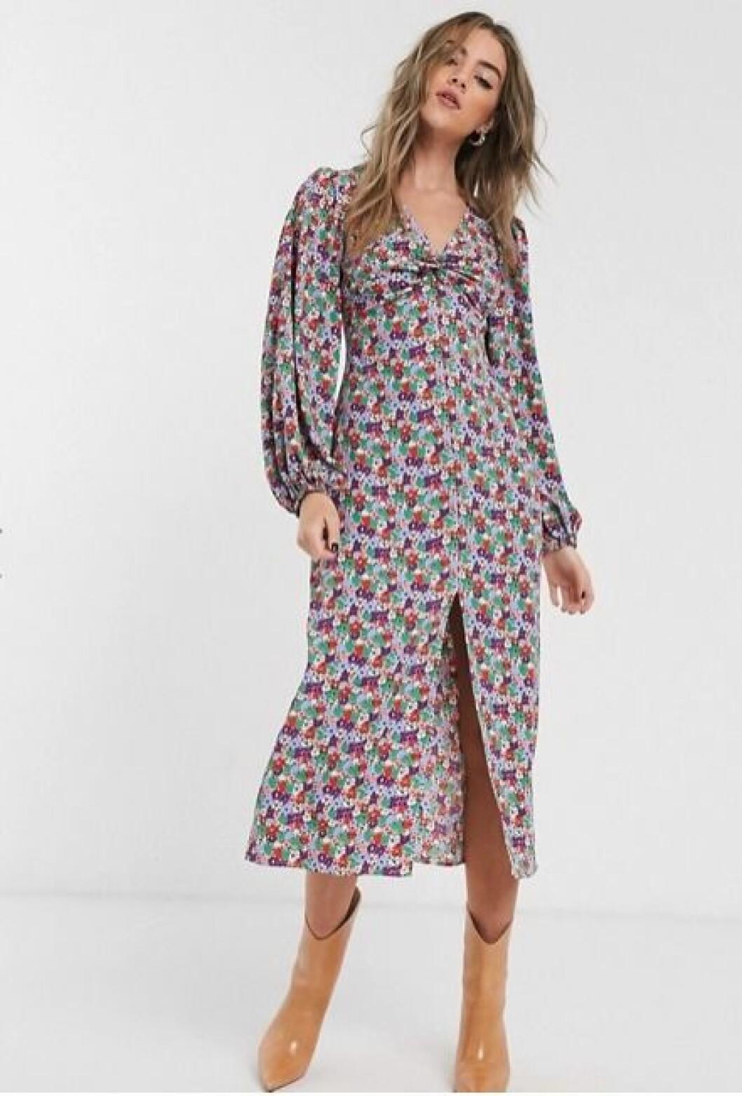 blommig klänning med lång ärm