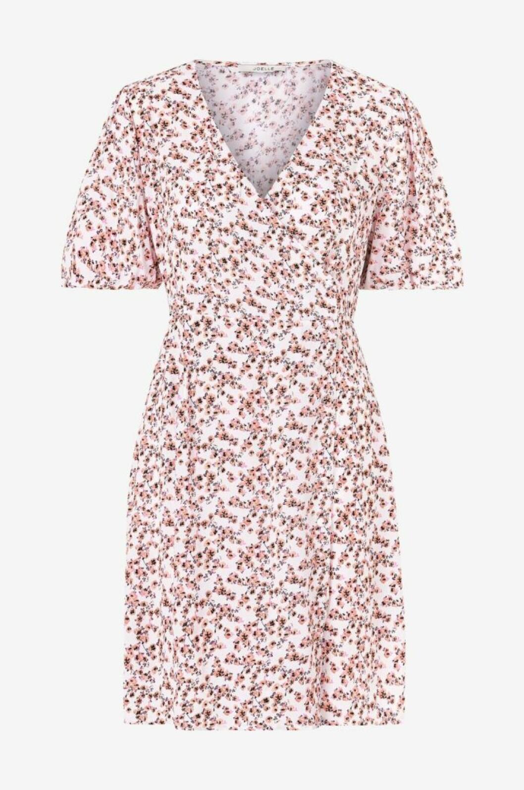 Småblommig klänning med kort ärm till midsommar 2020