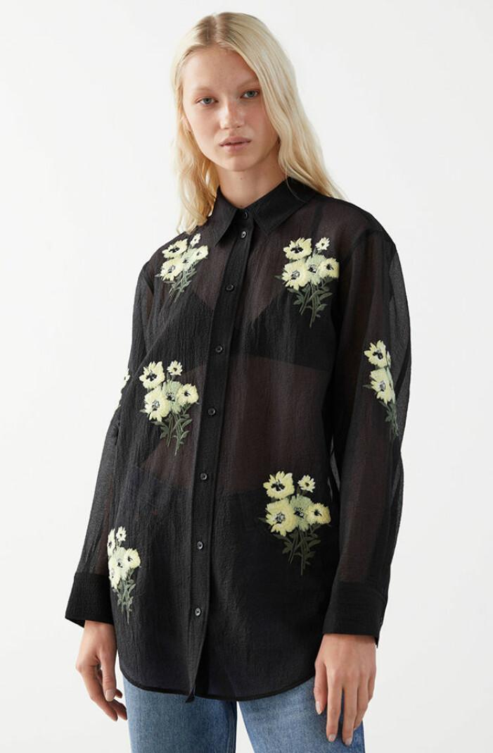 blommig skjorta