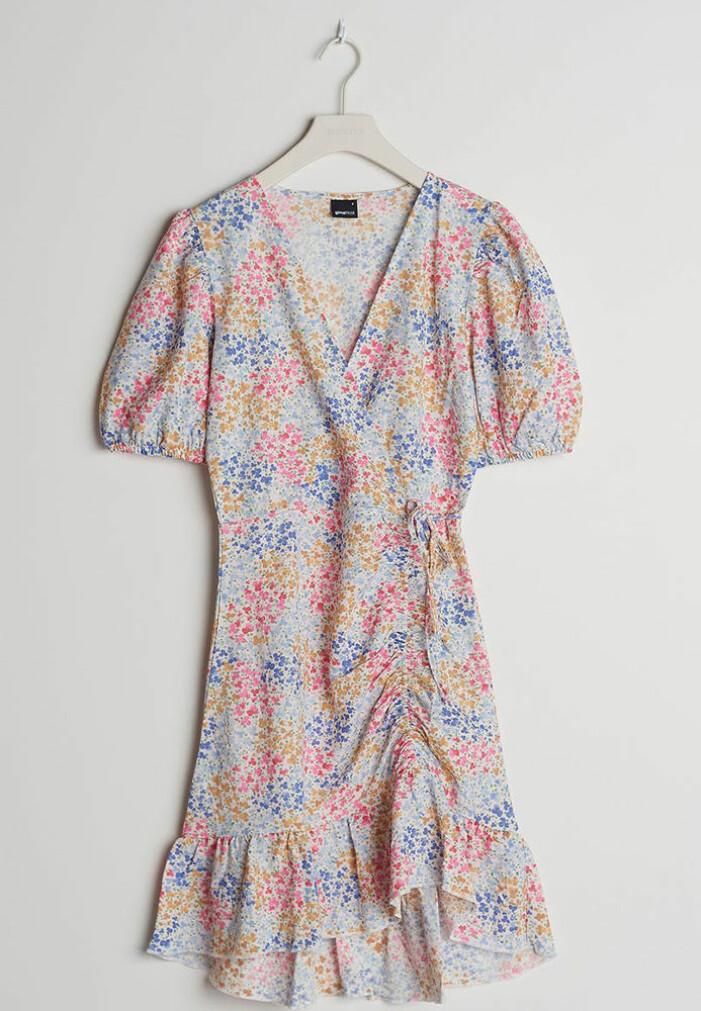 blommig volangklänning till midsommar 2021