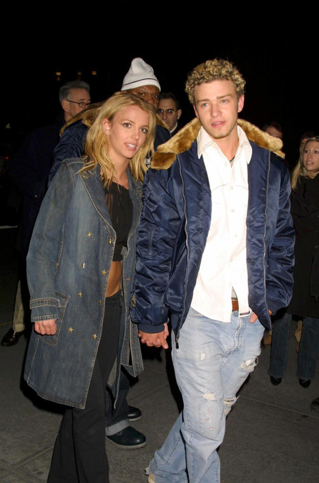En bild på Britney Spears och Justin Timberlake 2002.