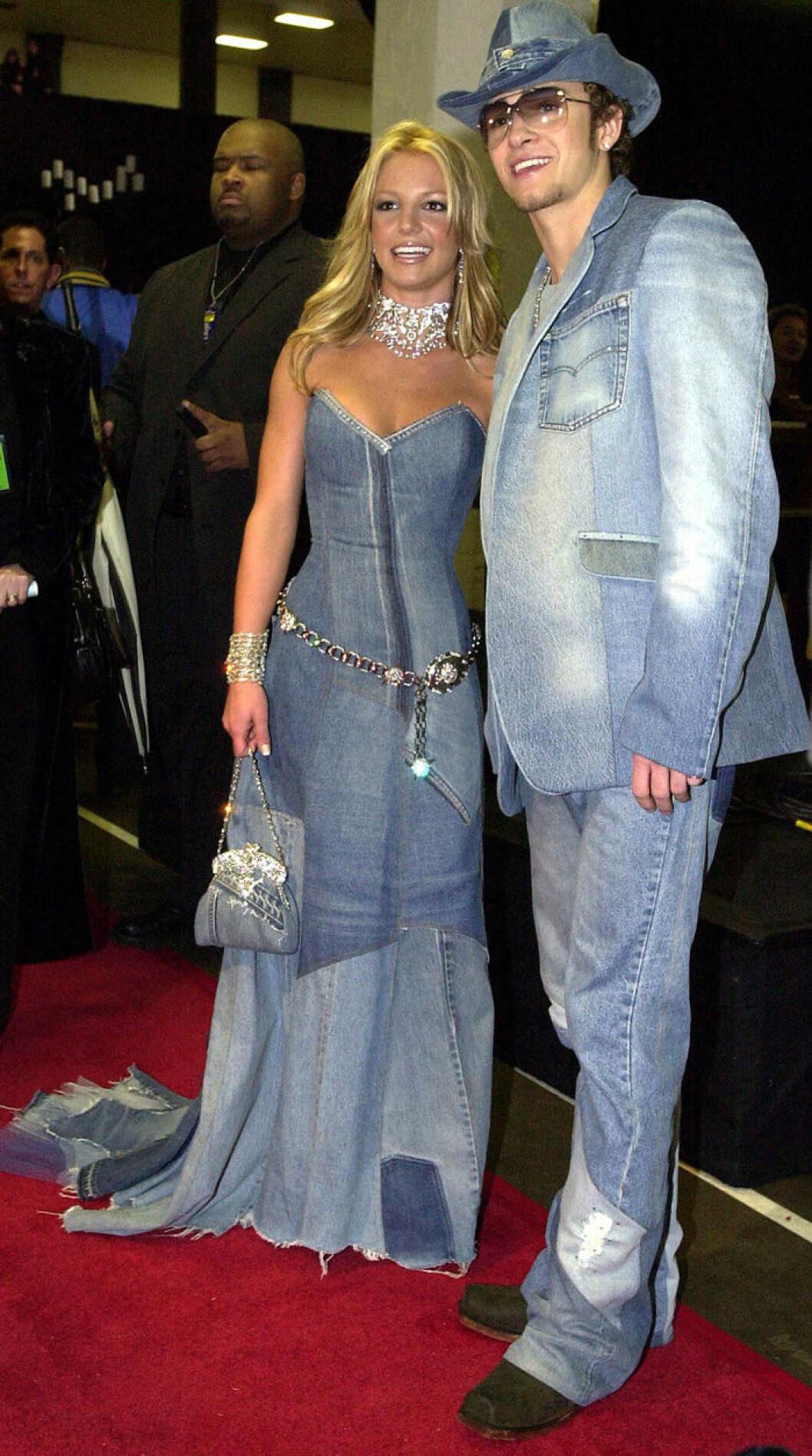 En bild på Britney Spears och Justin Timberlake, 2001, under AMA-Awards.