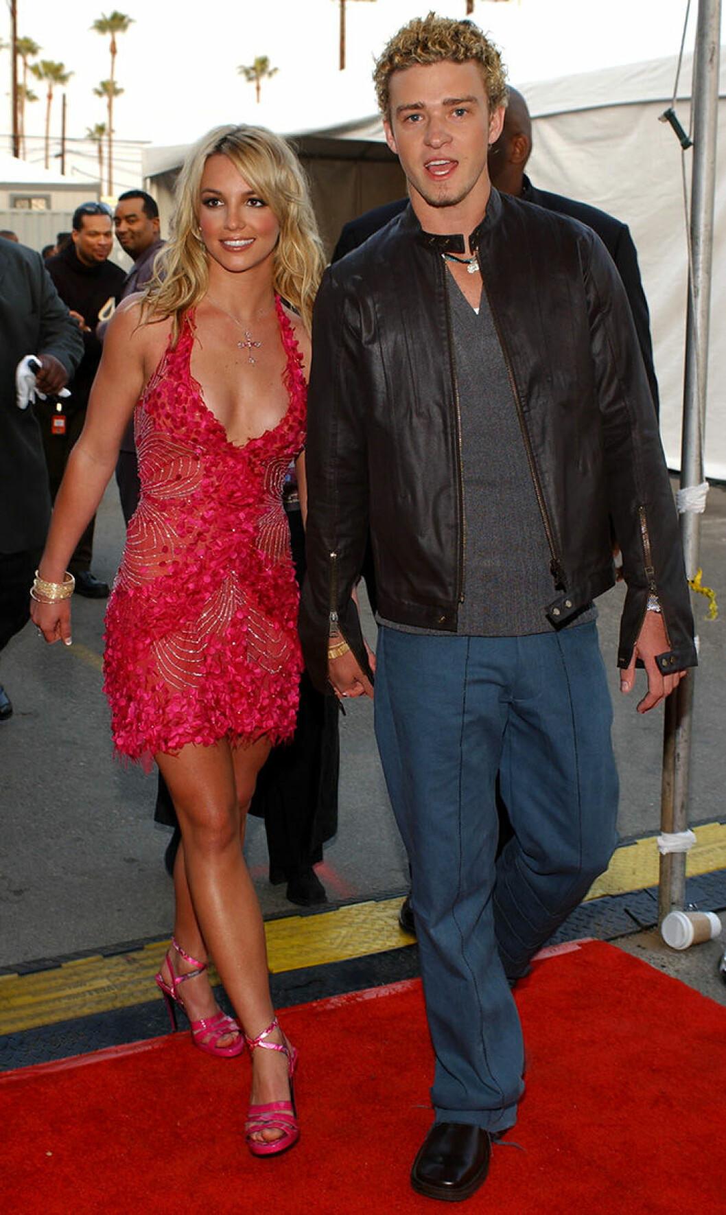 En bild på Britney Spears och Justin Timberlake under AMA-Awards 2002.