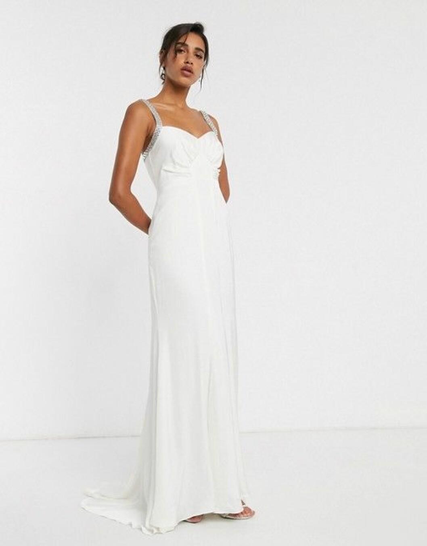 Bröllopsklänning med djup rygg