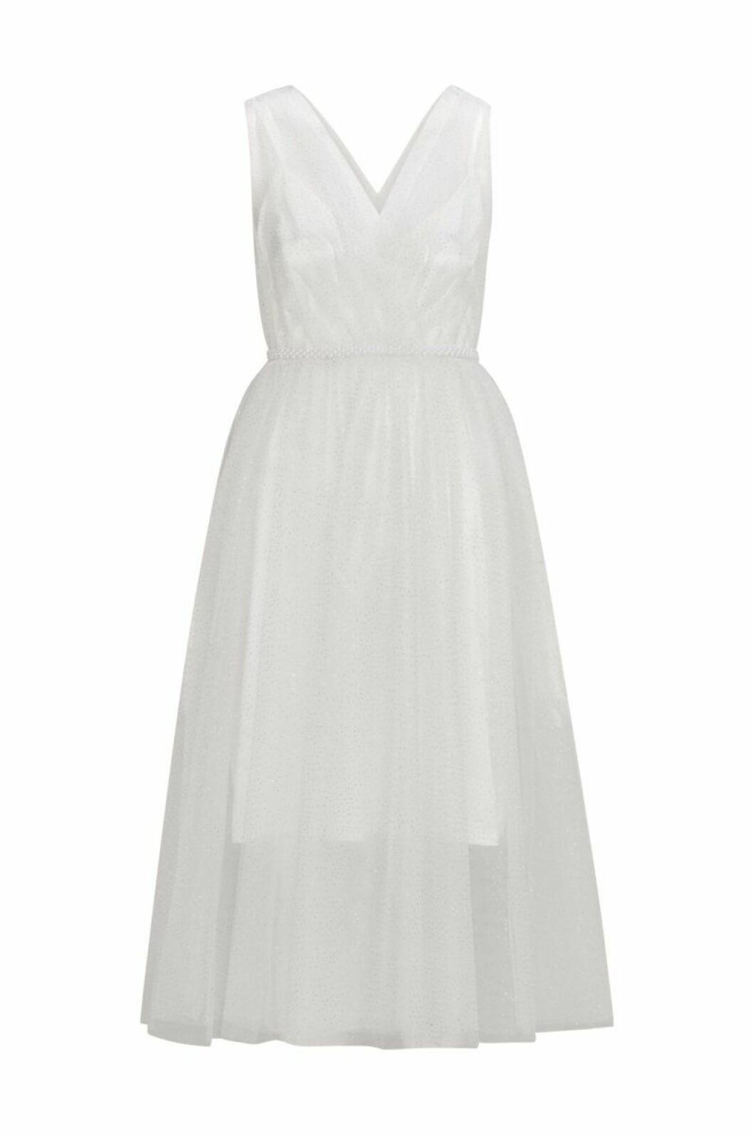 Vit brudklänning med tyllkjol