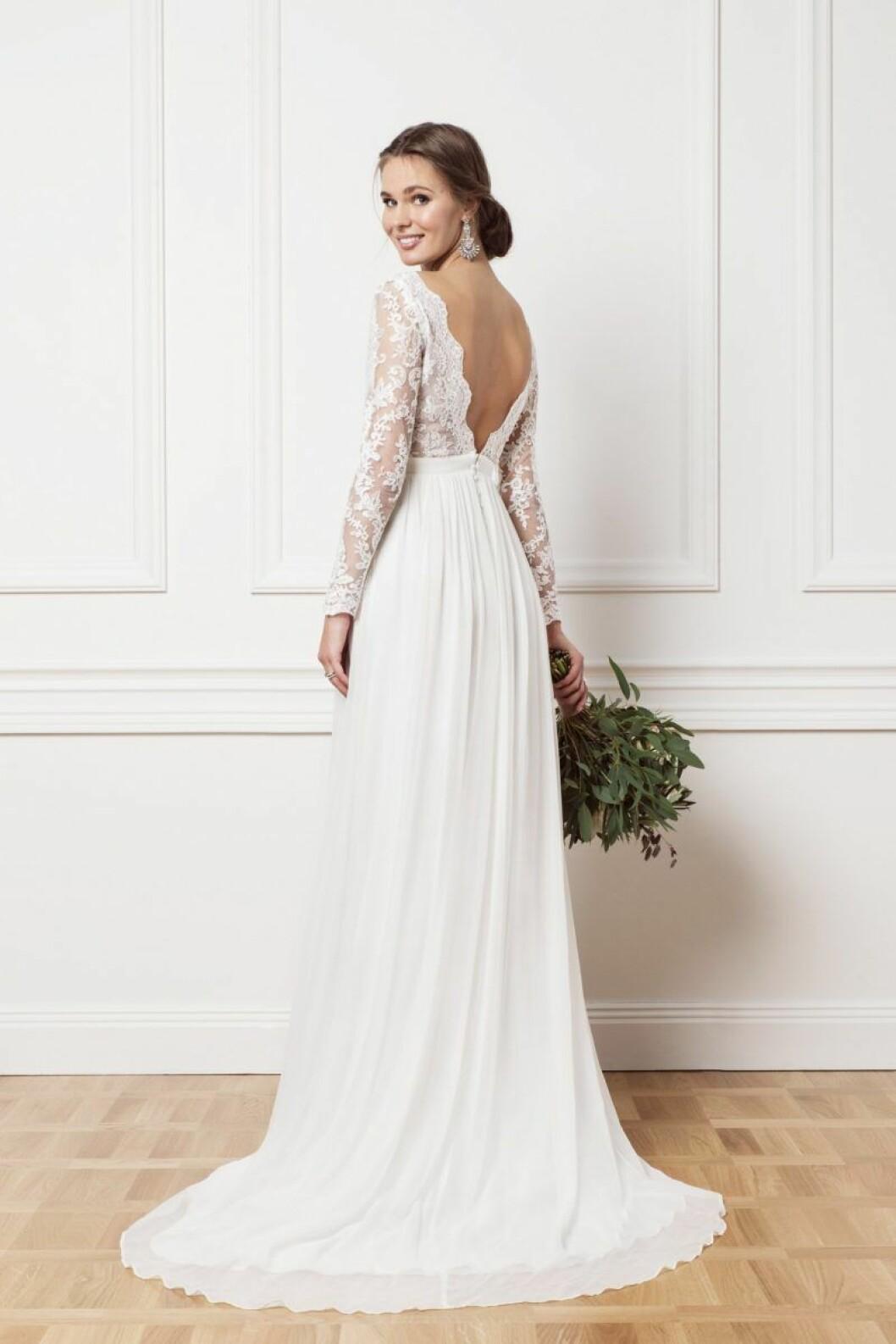 Brudklänning med lång spetsärm
