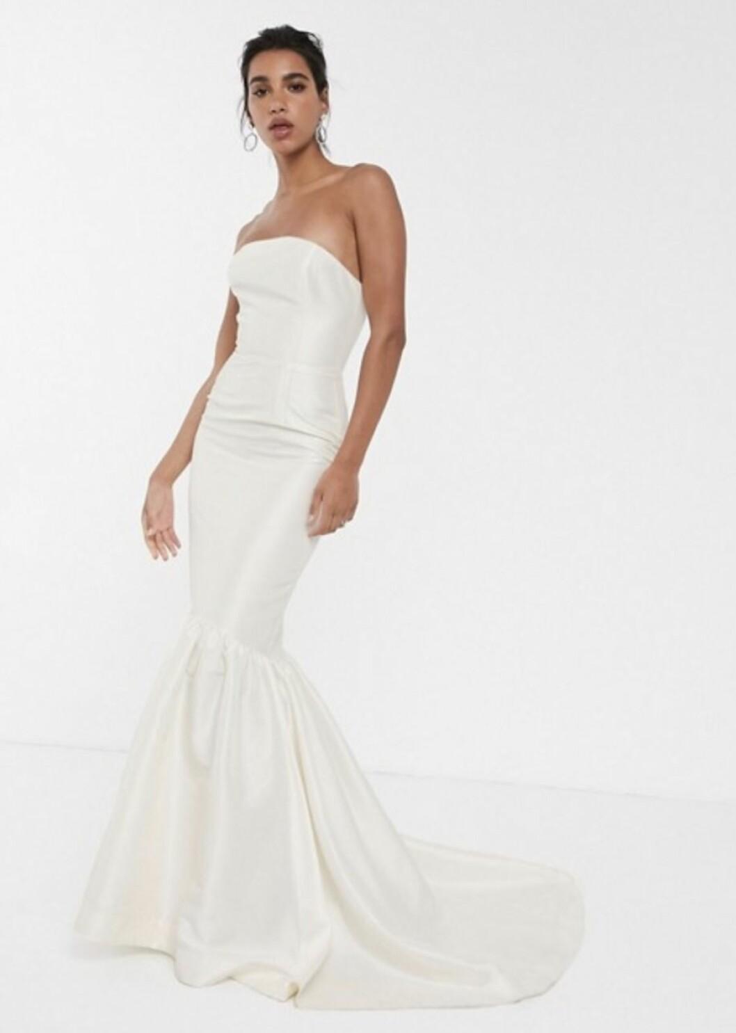 Ärmlös billig brudklänning till 2020 från Asos