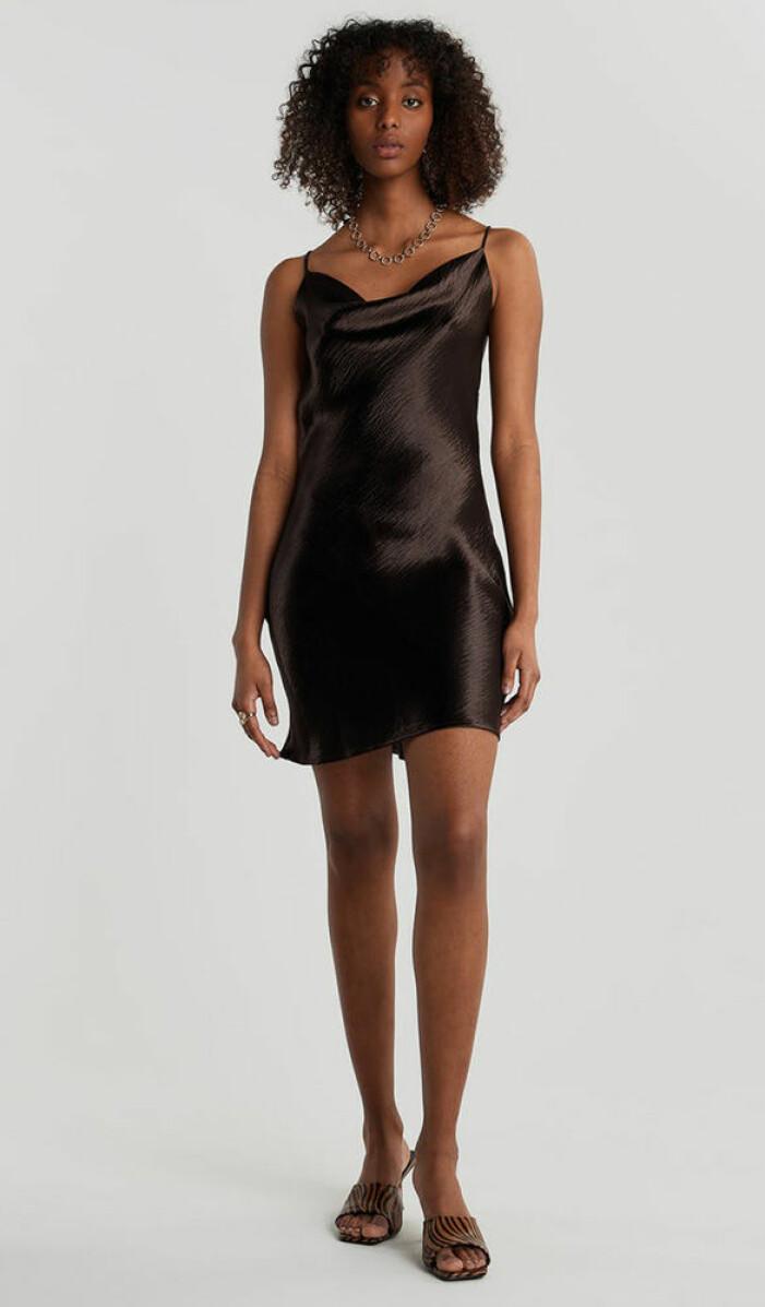 brun blank slipklänning