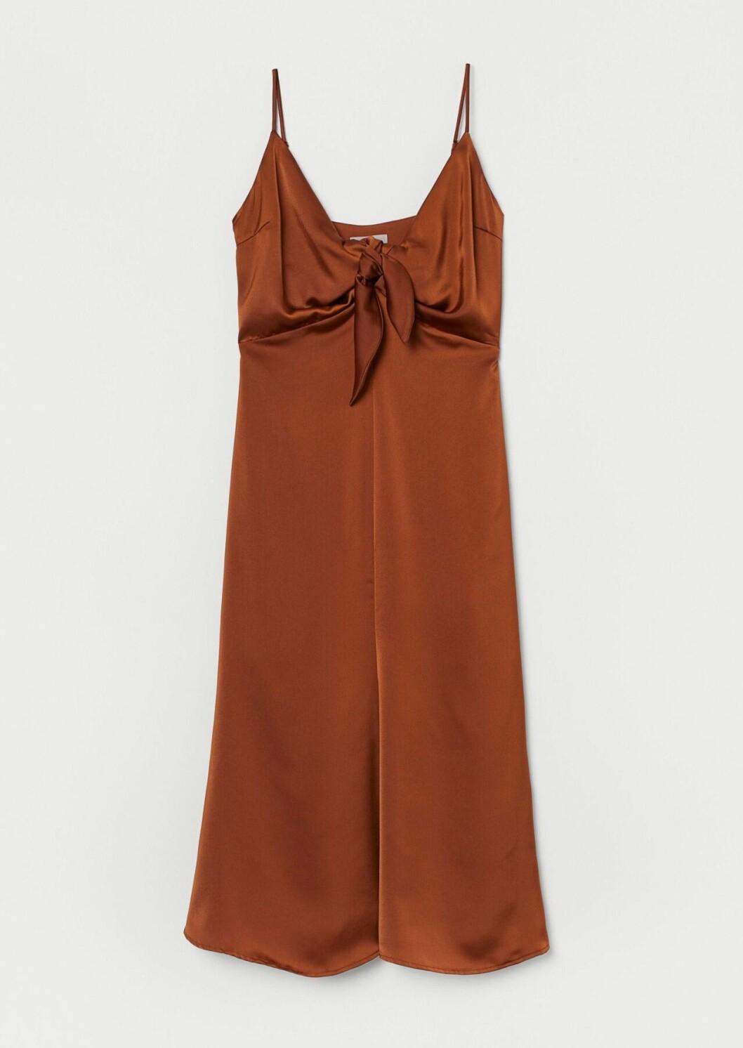 Brun slipklänning i satin för dam till 2020