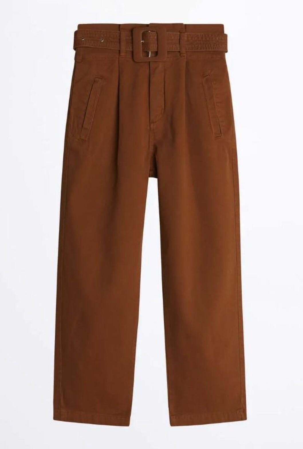 Bruna jeans med hög midja och skärp för dam till våren 2020