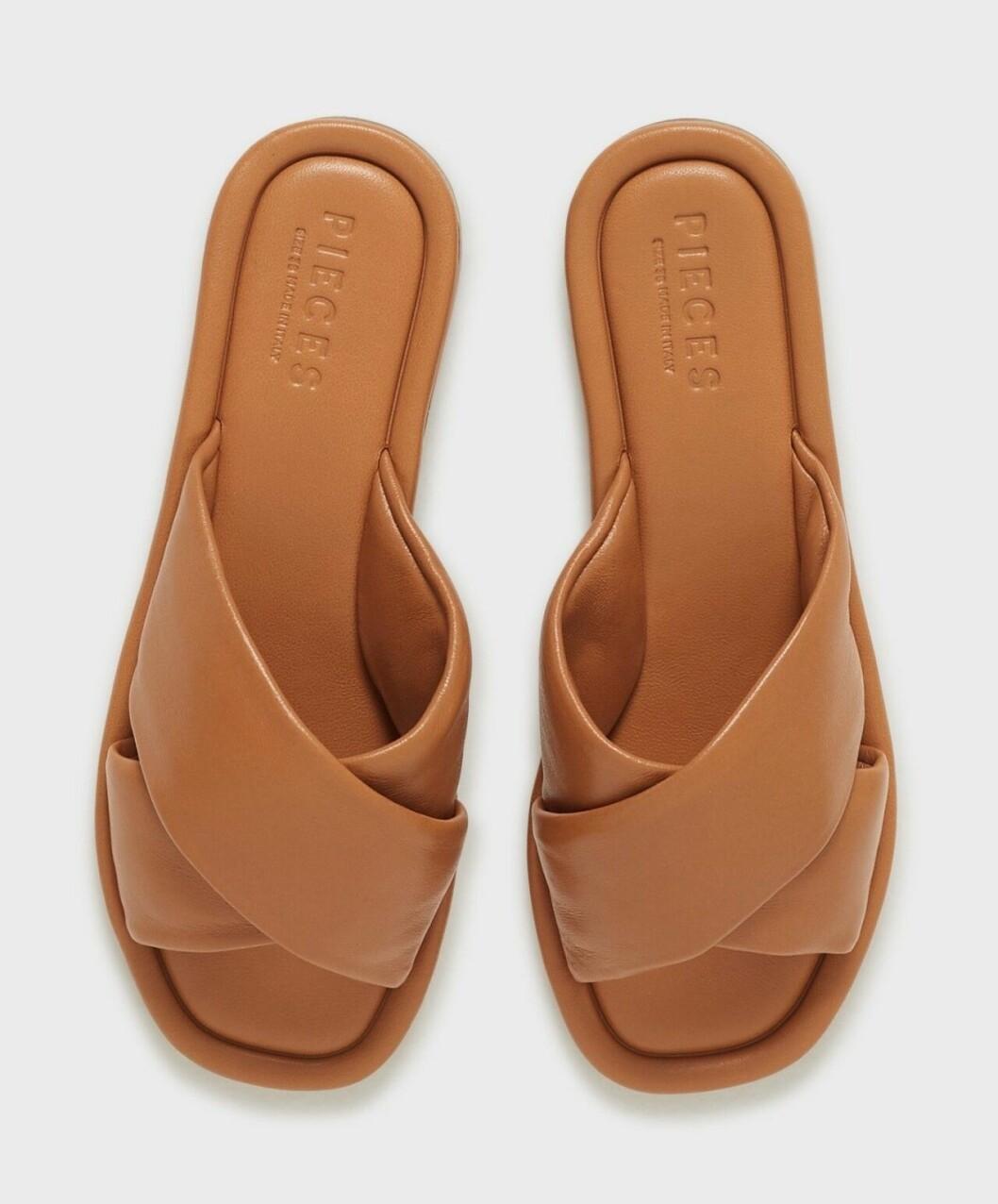 Bruna sandaler med breda remmar för dam till 2020