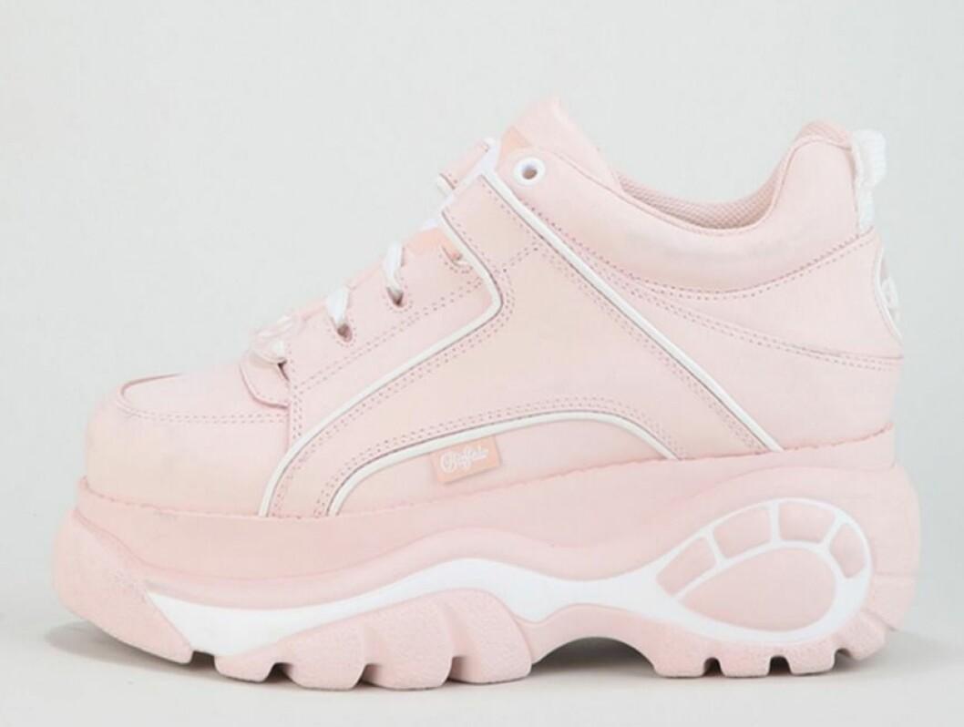 Ljusrosa sneakers till dam från Buffalo för våren 2019