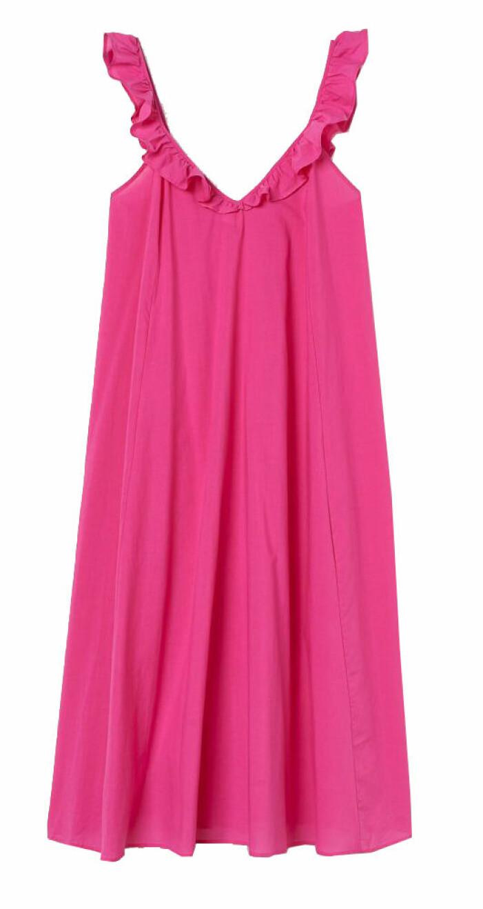 ceriserosa klänning med volanger