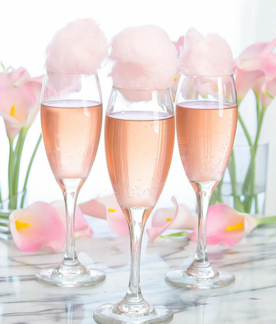 Sötaste drinken – champagne med sockervadd.