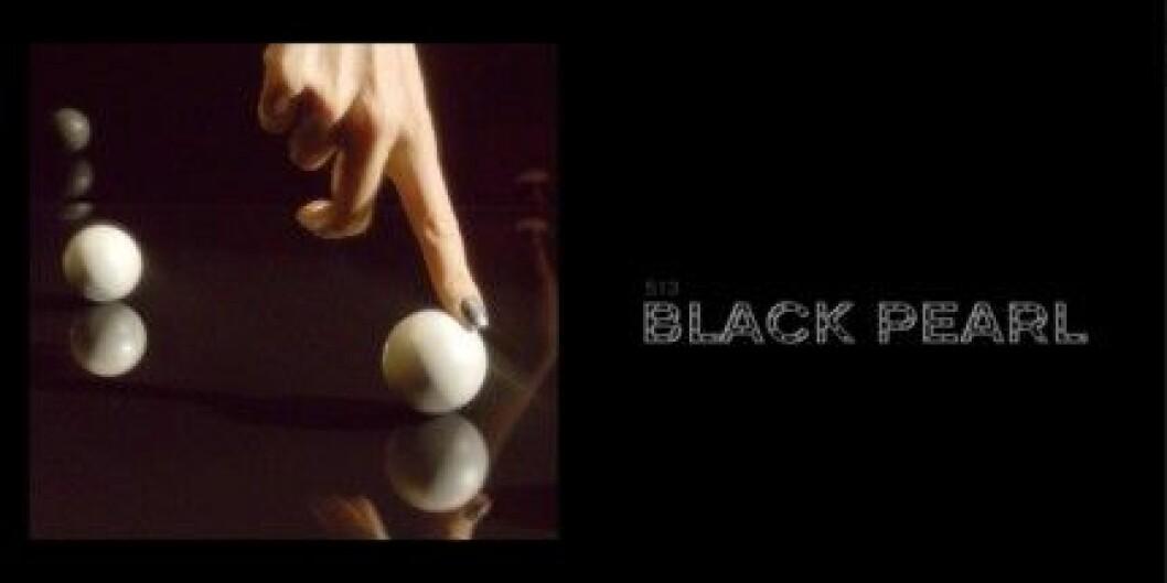 "Chanel Les Vernis i ""Black Pearl""."