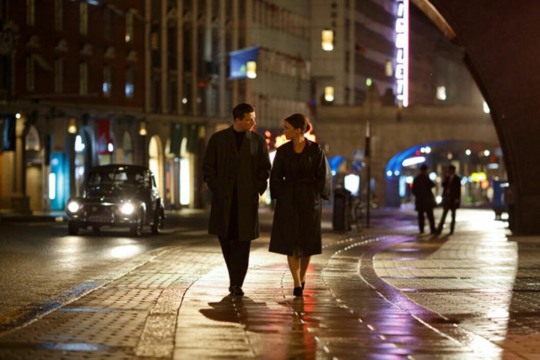 Calle och Hedda promenerar i Vår tid är nu