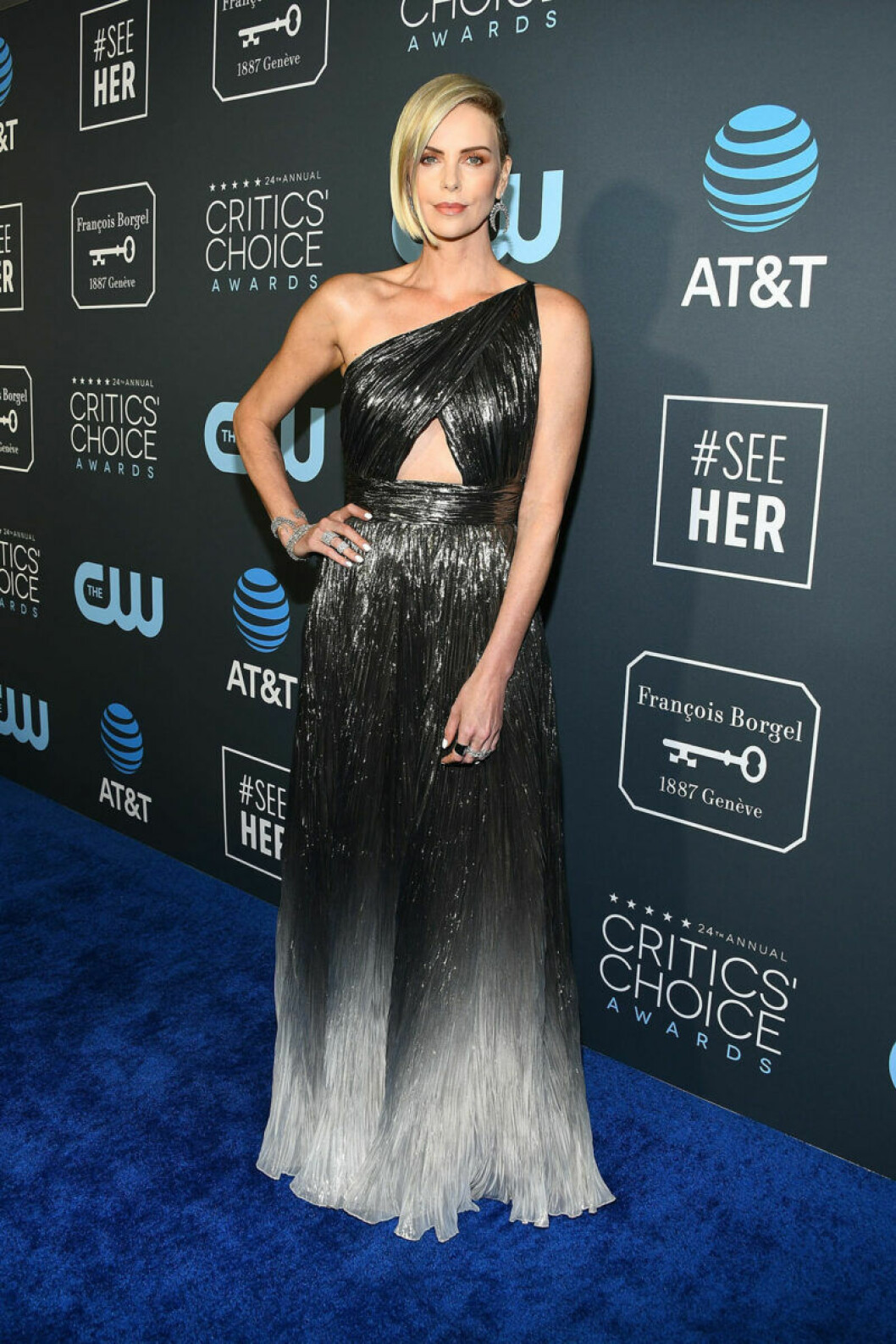 Charlize Theron på röda mattan på Critics Choice Awards 2019