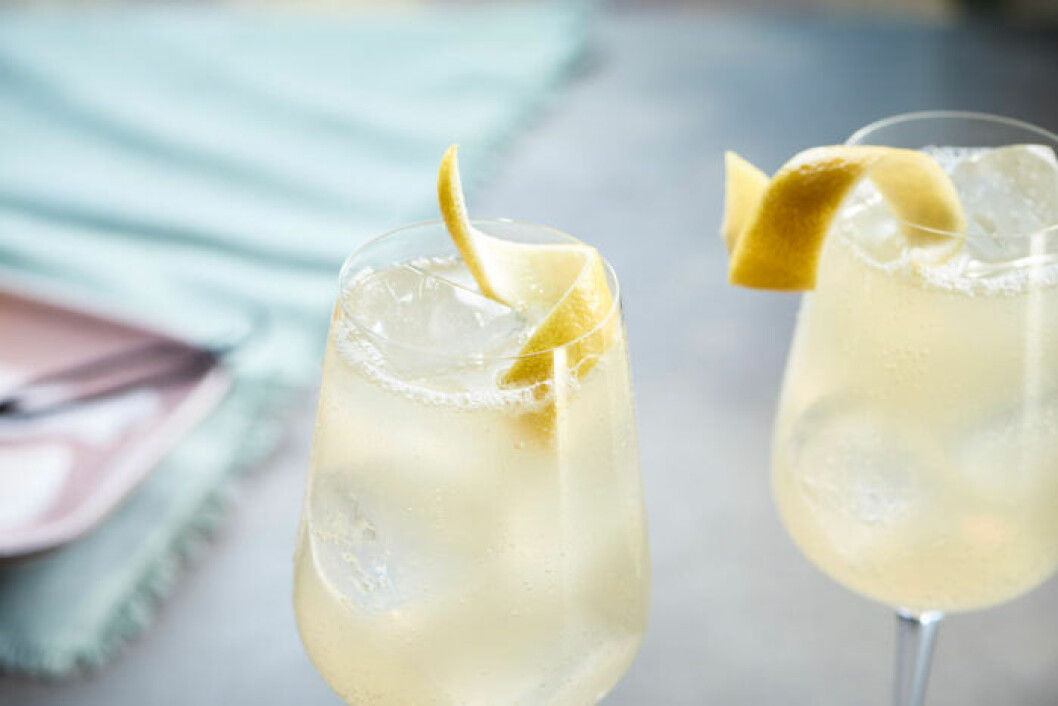 Citronspritz med pressad citron.