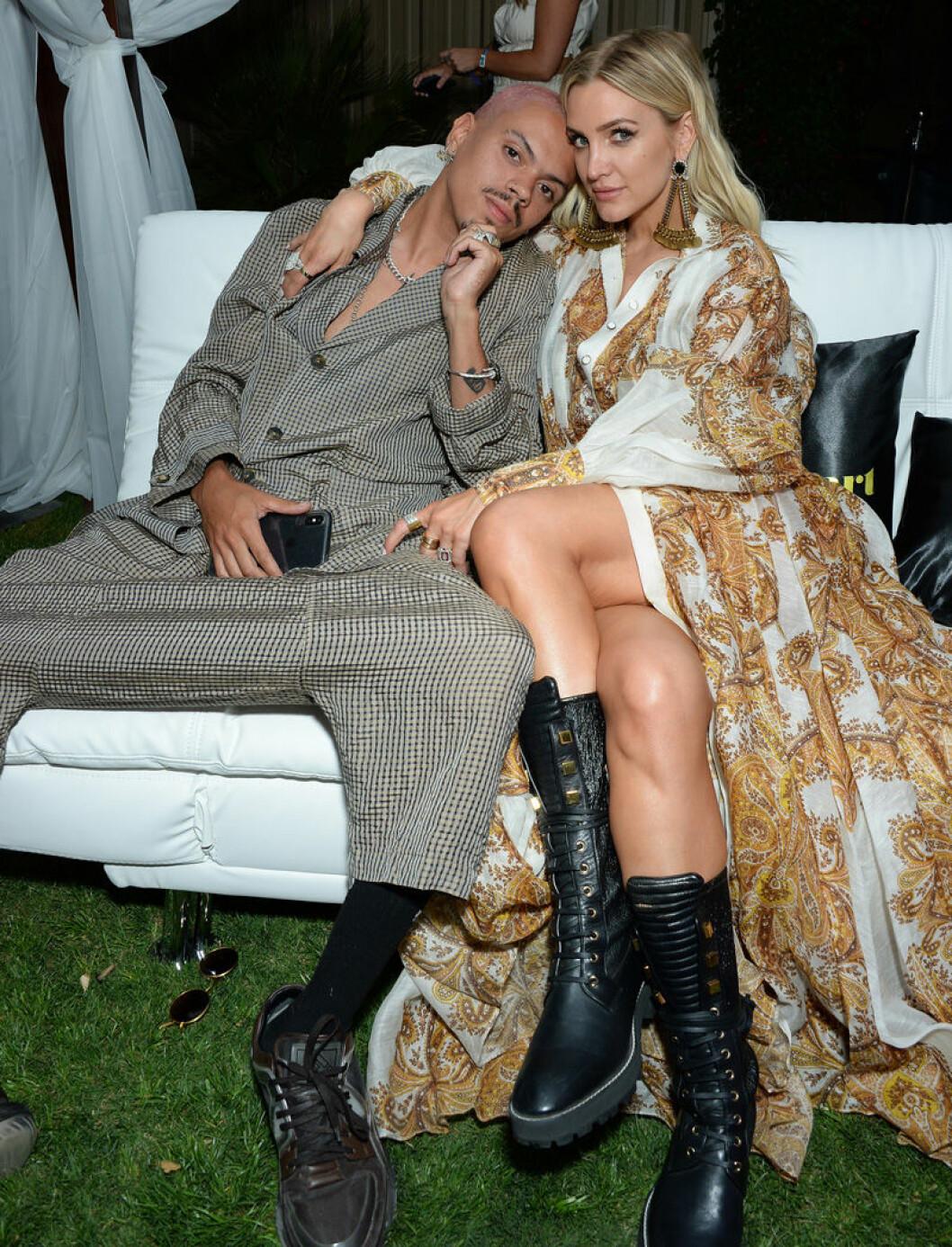 Ashlee Simpson med pojkvännen Evan Ross på Coachella 2019.