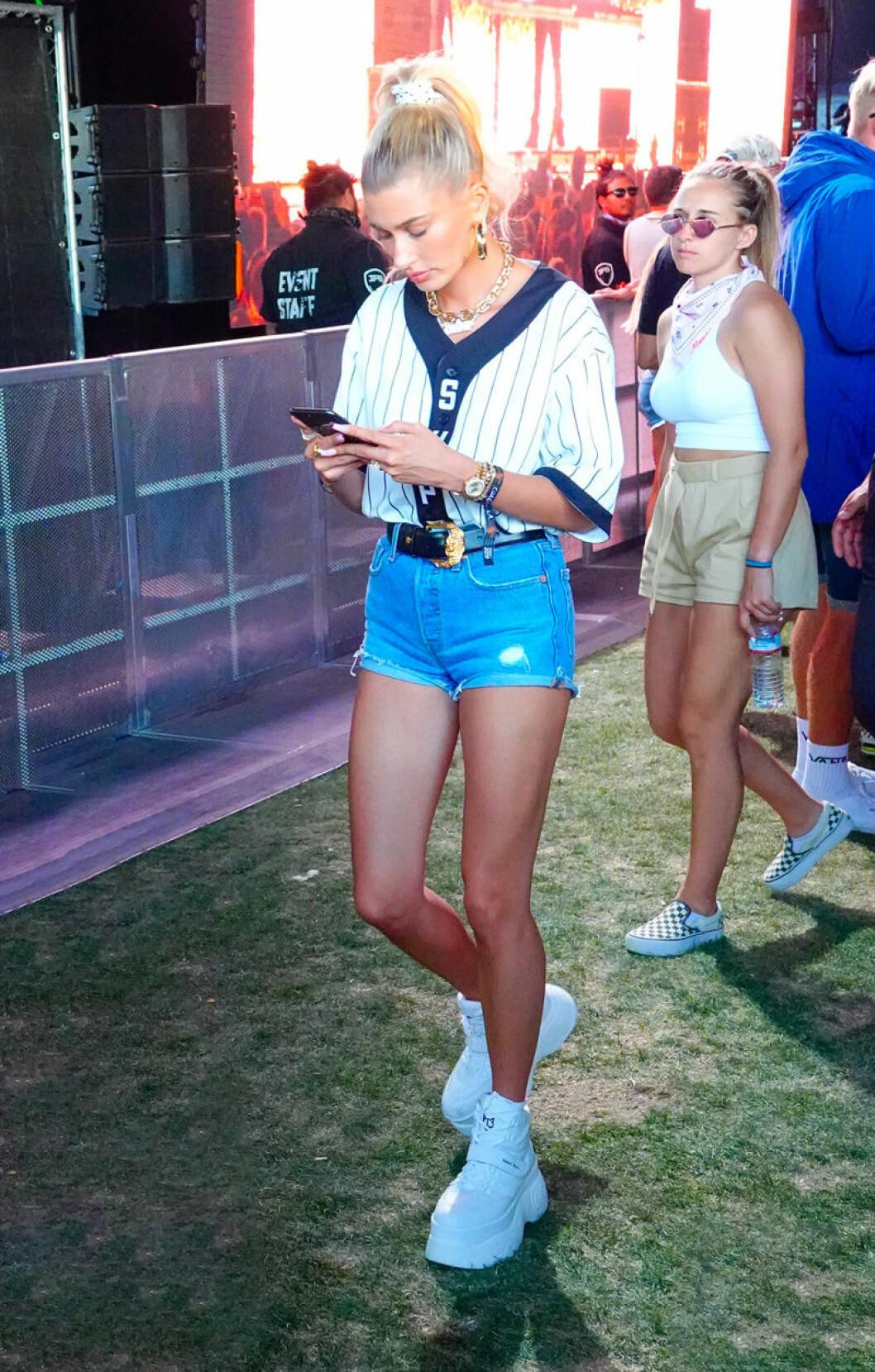 Hailey Baldwin på Coachella.