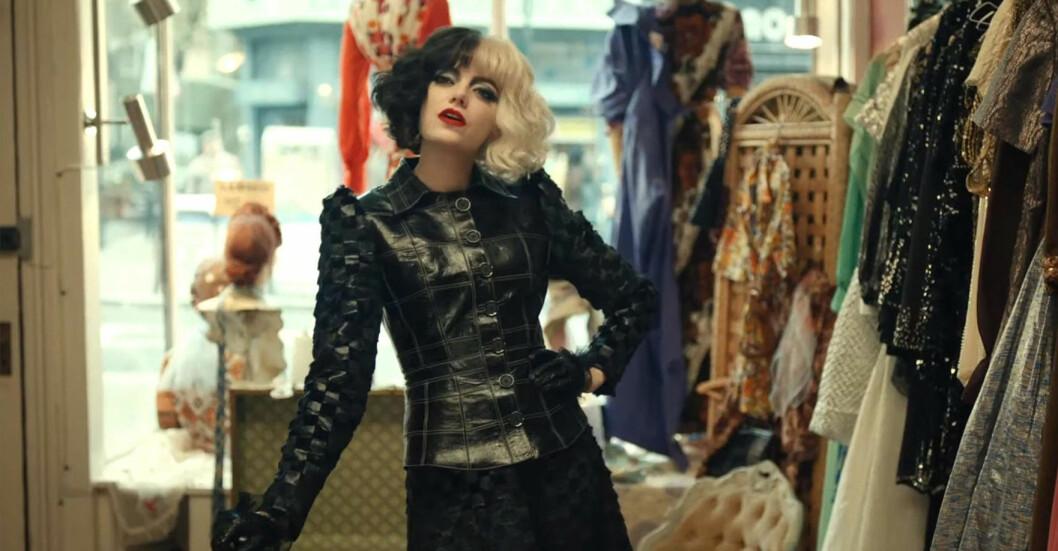 Emma Stone som Cruella DeVil.