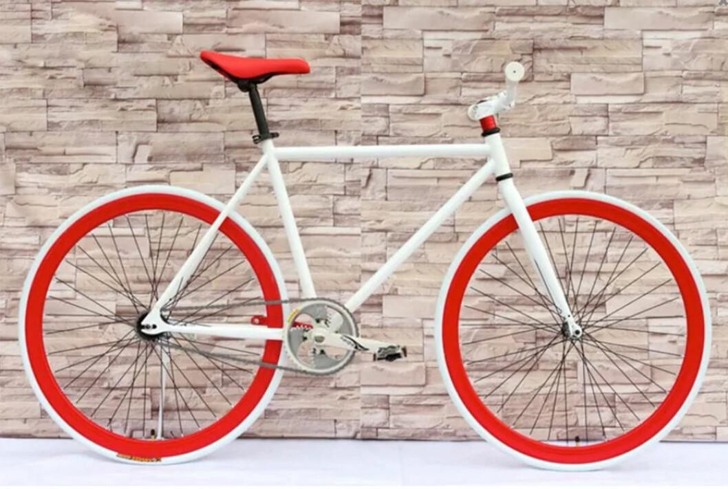 Cykel med röda fälgar