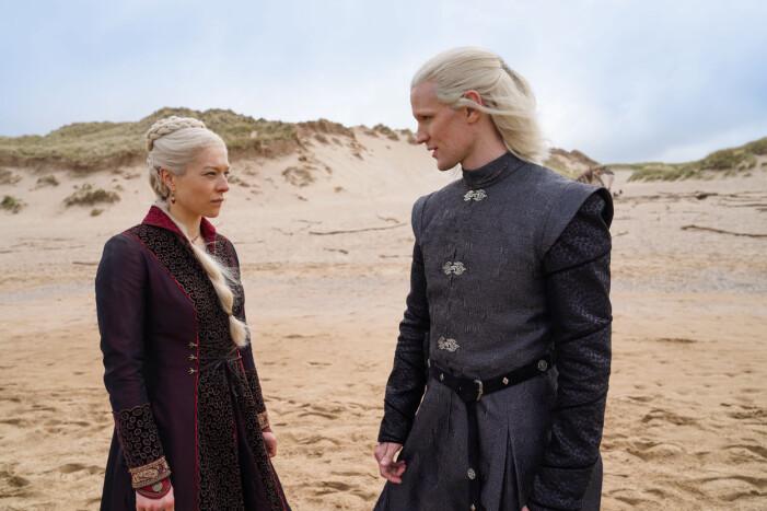 Emma D'Arcy som prinsessan Rhaenyra Targaryen och Matt Smith som prins Daemon Targaryen.