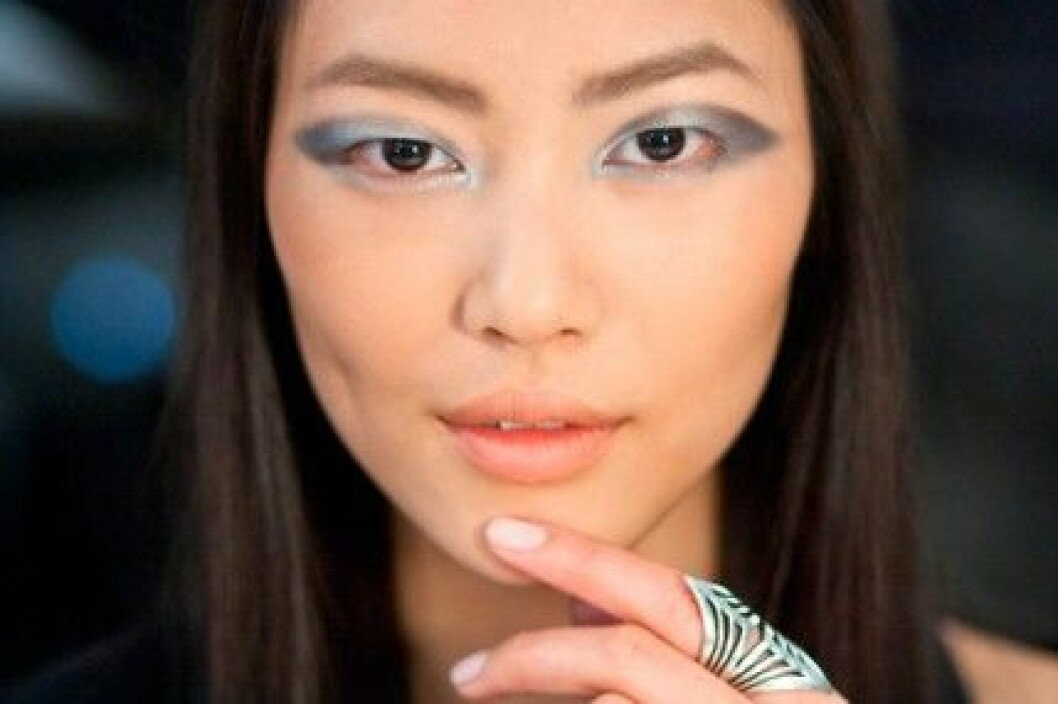 Modellen Liu Wen för Derek Lam, A/W 2011.