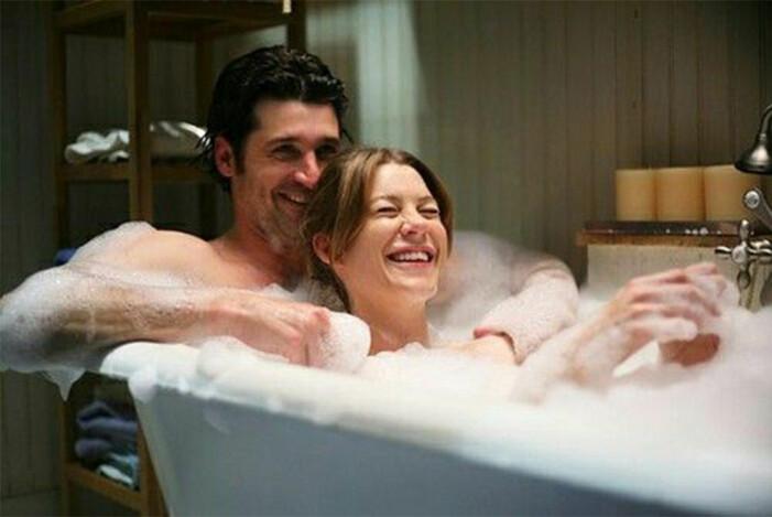 Derek och Meredith badar