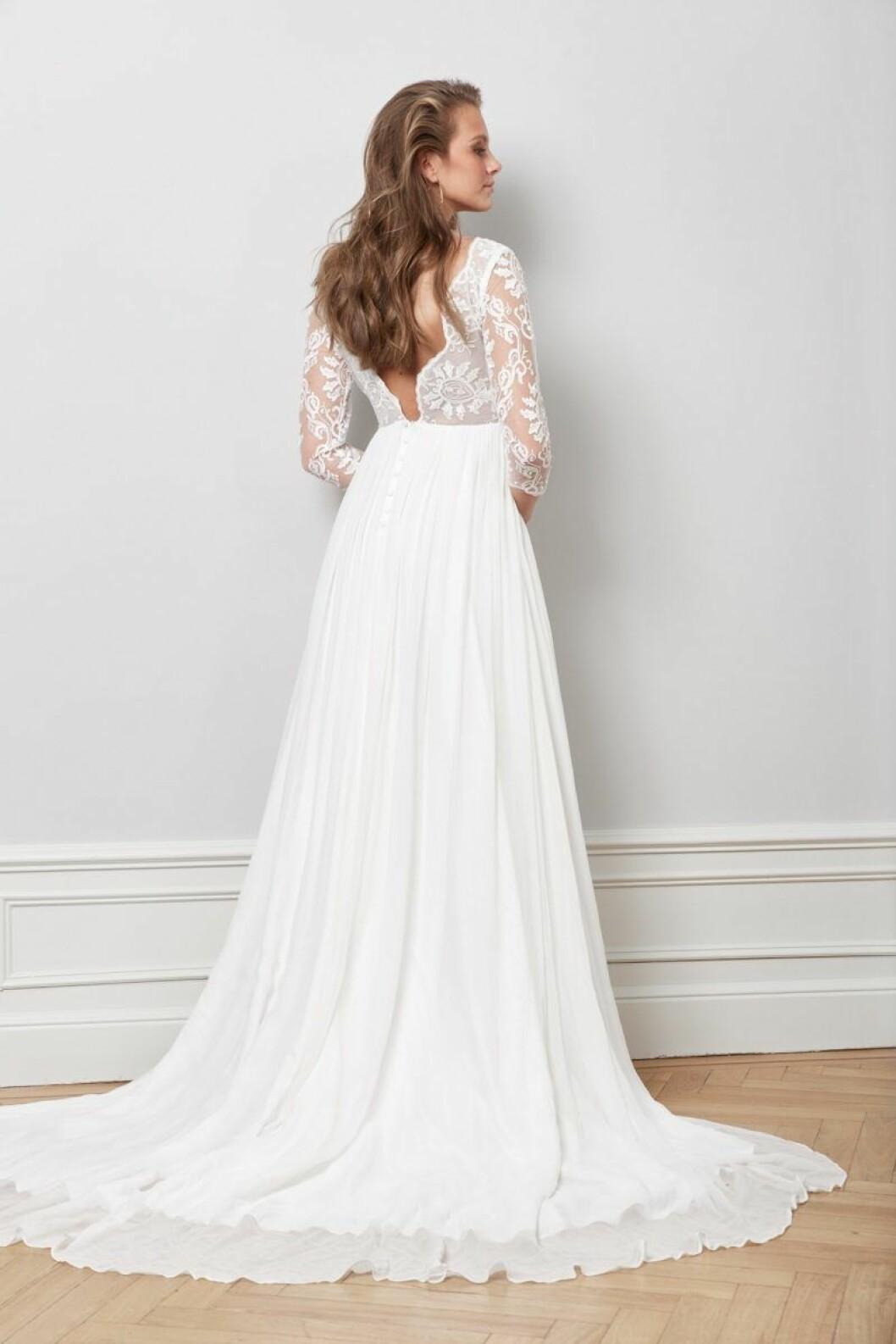 Djup spetsrygg bröllopsklänning