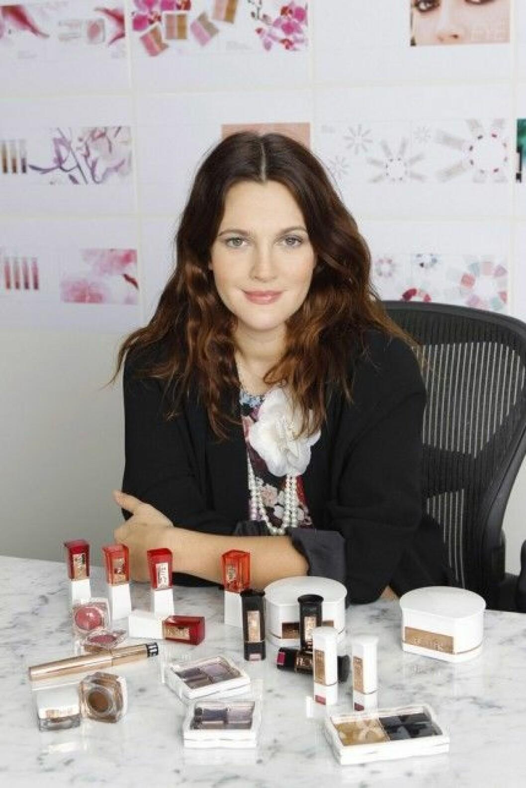 Drew Barrymore har lanserat ett eget sminkmärke kallat Flower Beauty.