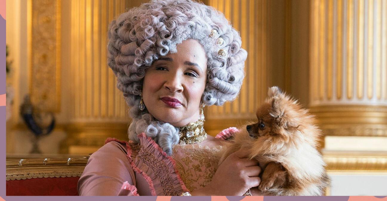 Drottning Charlotte i Familjen Bridgerton tillsammans med sin hund.