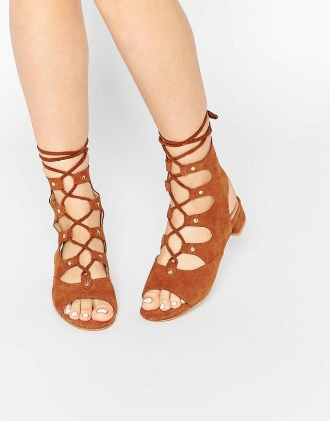 eeight sandal