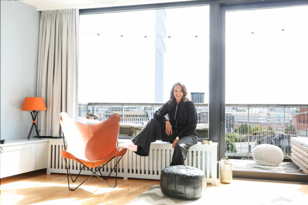 Klart att queen E har en utsikt som kan mäta sig med en NYC-skyline. Lägenheten har dessutom inte bara en, utan två härliga balkonger.