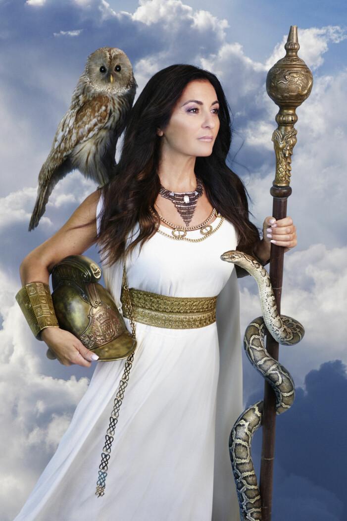 Elisabeth Massi Fritz som Pallas Athena