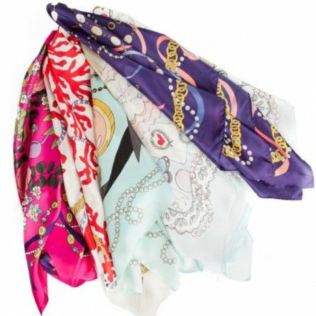 EmmaKisstina Silk Scarves lanseras på meinto.se den 1 november 2011.