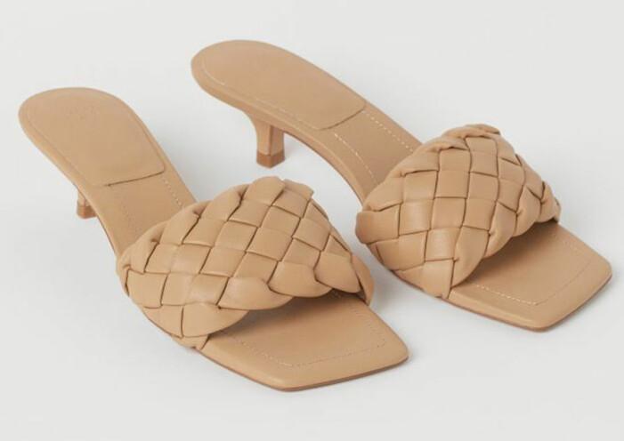 beige flätade skor med taxklack