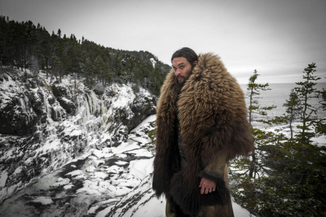 En bild på Jason Momoa i tv-serien Frontier.