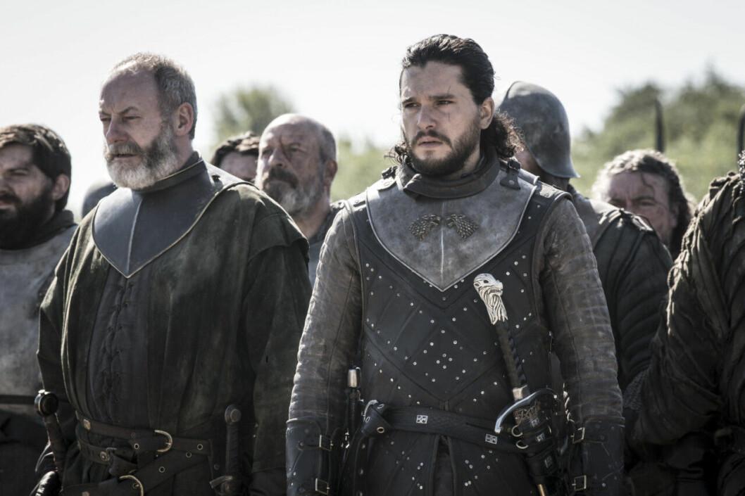 En bild på karaktärerna Davos Seaworth och Jon Snow i tv-serien Game of Thrones på HBO.